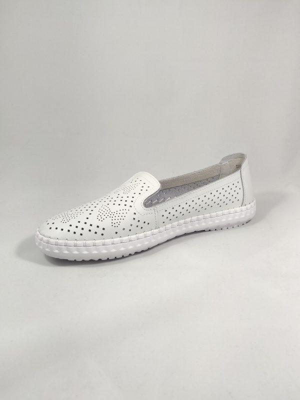 baltos odinės moteriškos basutės legvos su tarpais kvėpuoti kojai