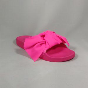 Ryškios rožinės šlepetės