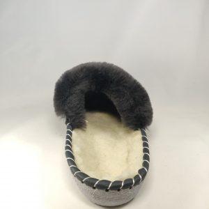 Įspiriamos odinės šlepetės su natūraliu avikailiu