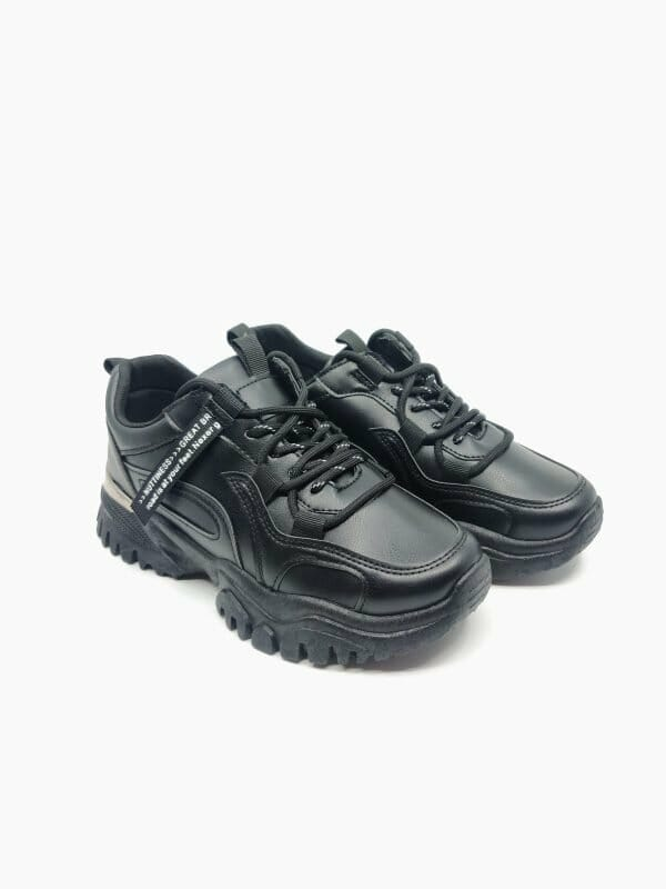 "Stilingi juodi sportbačiai ""Kicks"""