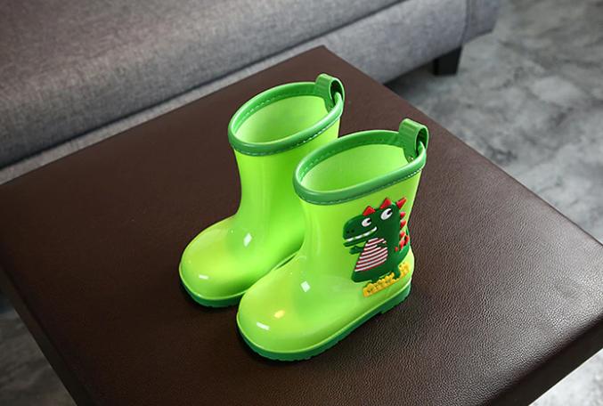 guminiai batai berniukams