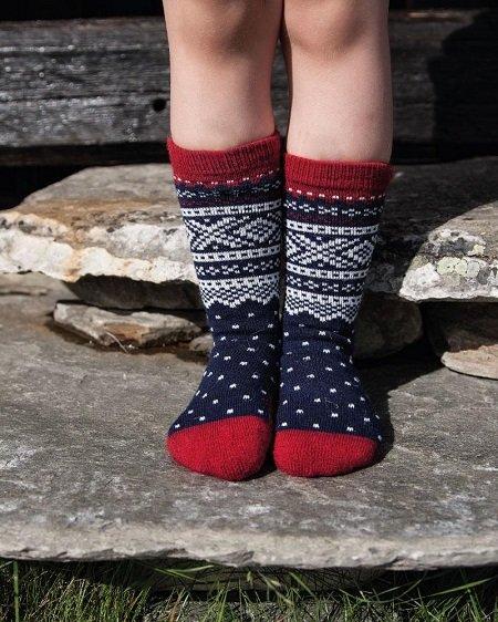 raudonos vilnones vaikiskos kojines